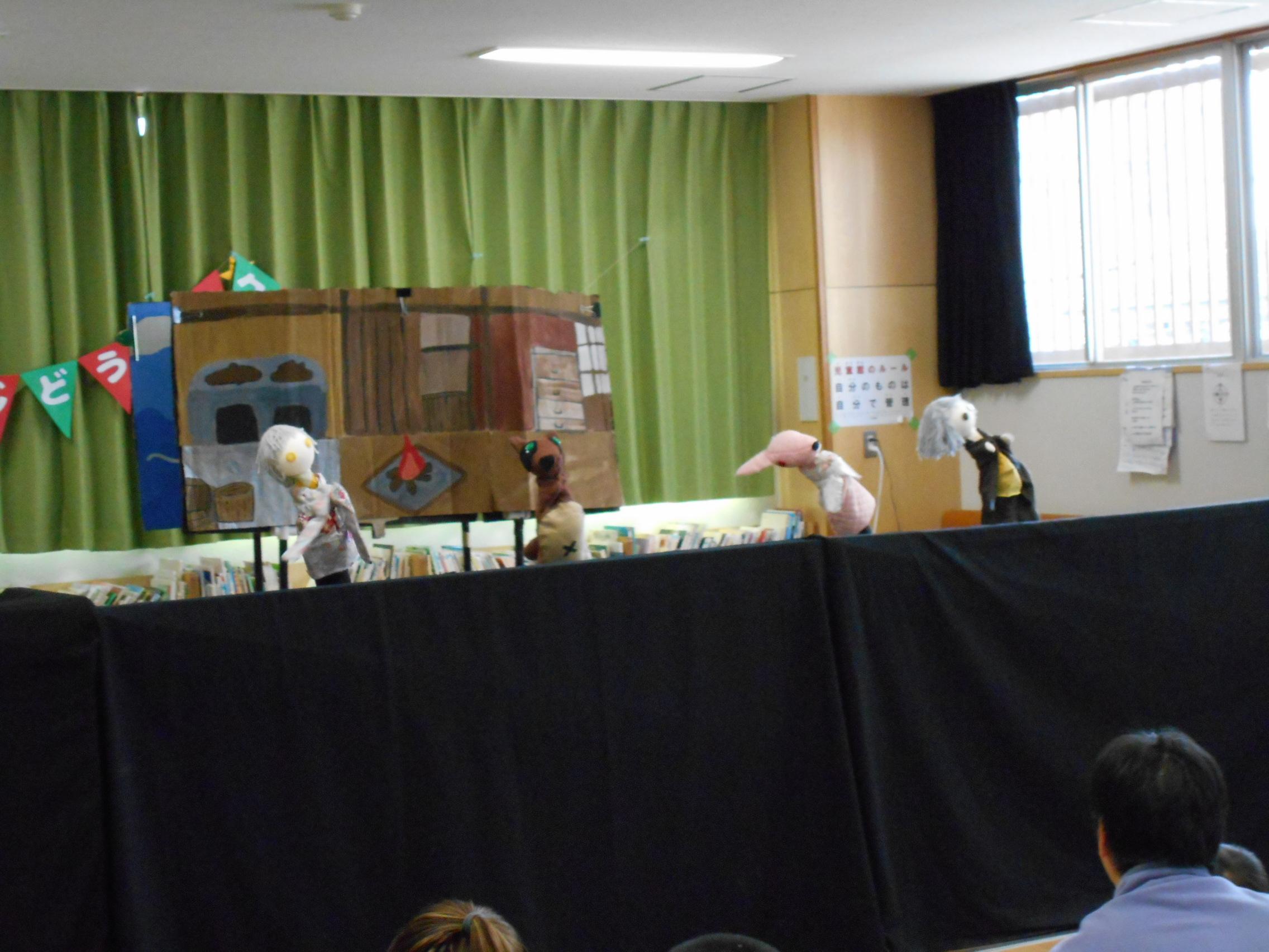 立川女子高校の人形劇部による「かちかち山」